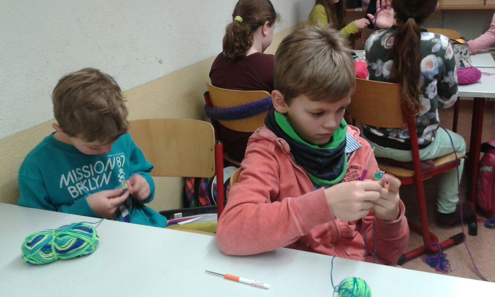 Kunstunterricht Der Besonderen Art Die Klasse 4b übt Sich Im